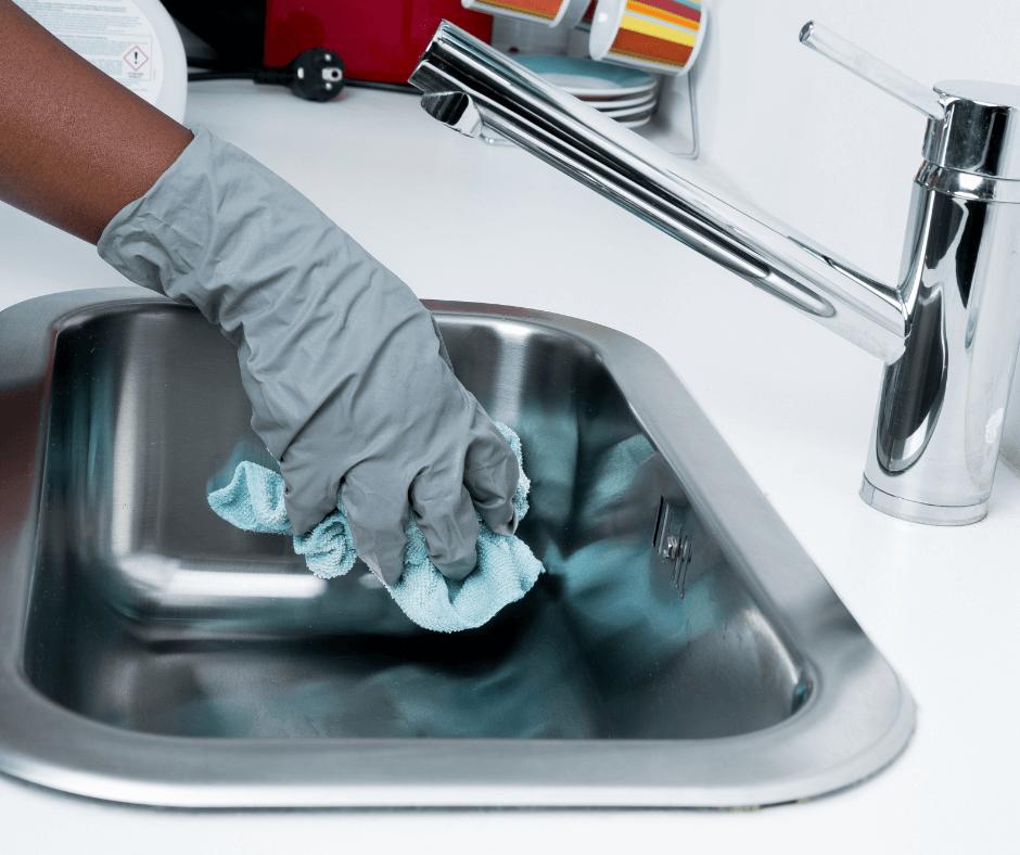 cara membersihkan wastafel alumunium